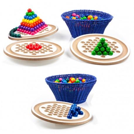 In Balance, klein - Freies spielerisches experimentieren mit dem Gleichgewicht - konzertriertes Spiel.